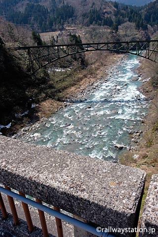 富山地鉄立山線、常願寺川に掛かる千垣橋梁。