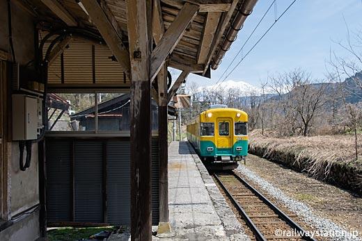 富山地鉄・千垣駅。元京阪の10030系電車