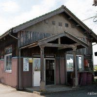 早月加積駅(富山地方鉄道本線)~エンタシスの柱が特徴的な木造駅舎~