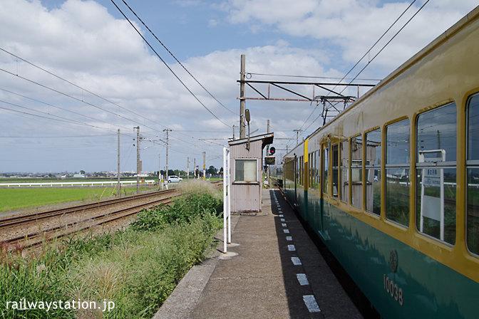 富山地鉄本線・早月加積駅に到着した元京阪10030形電車