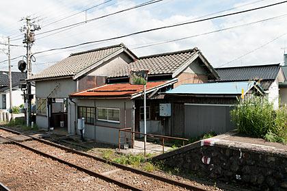 富山地鉄本線・早月加積駅、駅舎ホーム側