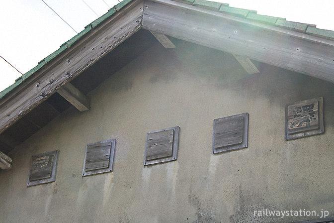 早月加積駅、駅舎正面の古い駅名表記