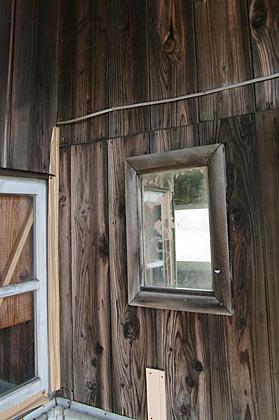 富山地鉄・早月加積駅、壁の鏡
