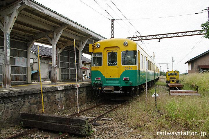 富山地鉄・岩峅寺駅、行き止まりの不二越線用3番線