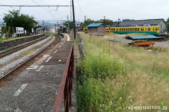 富山地鉄・岩峅寺駅、上滝線と立山線が交わる広い駅構内