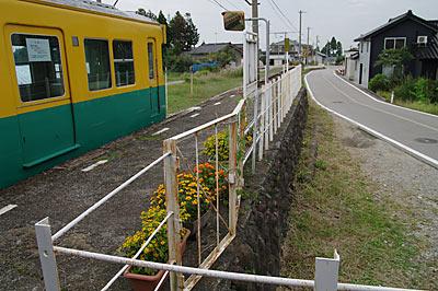 富山地鉄・立山線・釜ヶ淵駅、ホームの謎の出入り口?