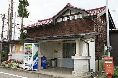 富山地鉄・立山線・釜ヶ淵駅の木造駅舎、改修されキレイに