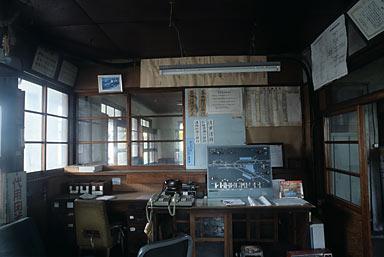 富山地鉄本線・立山線・寺田駅、ホーム上の駅務室のような所