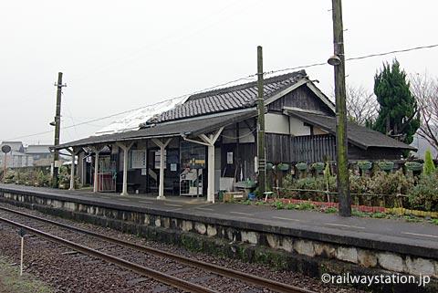 北条鉄道・法華口駅、木造駅舎とプラットホーム