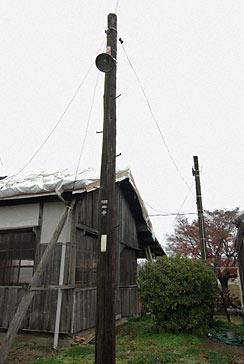 北条鉄道・法華口駅、古い木製の電柱
