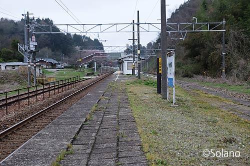 IRいしかわ鉄道・あいの風とやま鉄道・倶利伽羅駅ホーム