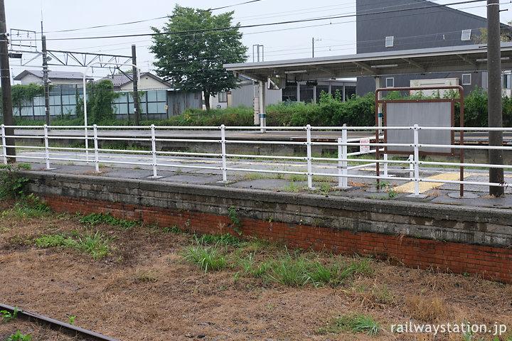 しなの鉄道北しなの線・黒姫駅、レンガ積みのプラットホーム