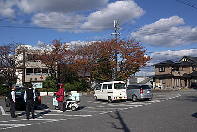 兵庫県三木市、三木鉄道・三木駅、のどかな駅前