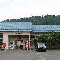 青い森鉄道・諏訪ノ平駅の枯池~荒れた寺院がある??プラットホーム~
