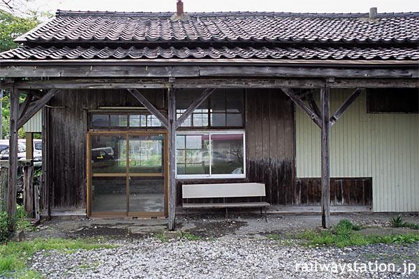 由利高原鉄道・鳥海山ろく線、満身創痍の薬師堂駅駅舎