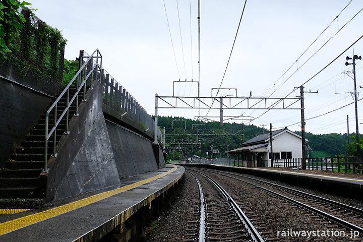 越後トキめき鉄道・有間川駅プラットホーム