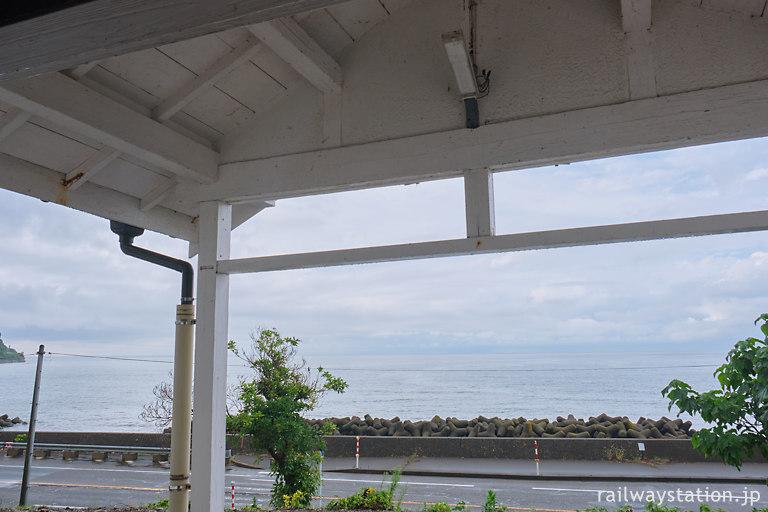 越後トキめき鉄道・日本海ひすいライン、駅から海が望める有間川駅