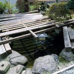 えちぜん鉄道・勝山永平寺線・永平寺口駅、駅舎裏手の池庭(2004年)