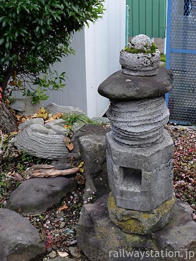 えちぜん鉄道・勝山永平寺線・永平寺口駅、枯池側の灯篭もどき