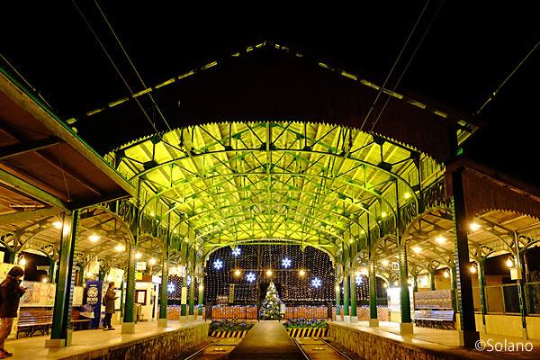 叡山電鉄・八瀬叡山口駅、冬の駅舎を飾るイルミネーション