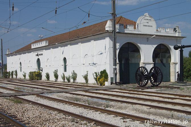 サンタレン駅、古い車庫を利用した鉄道博物館