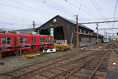 福井鉄道・西武生駅(現・北府駅)木造の車庫