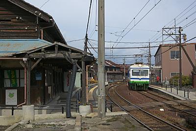 西武生駅(現・北府駅)に入線する福井鉄道の古豪200形電車
