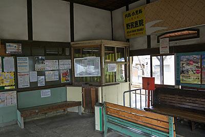 福井鉄道・北府駅の木造駅舎、窓口跡と待合室