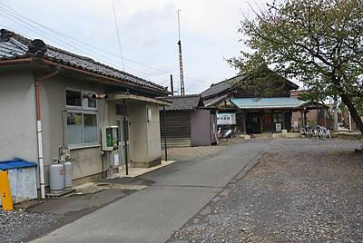 福井鉄道・北府駅、福鉄本社敷地内の建物