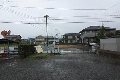 岳南鉄道(岳南電車)・岳南富士岡駅、駅前の風景