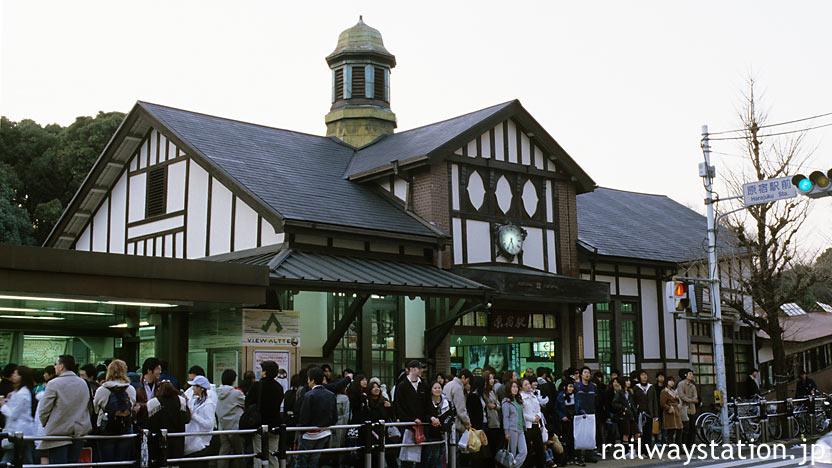 JR東日本・山手線、東京都内最古の木造駅舎、大正13年築の原宿駅舎