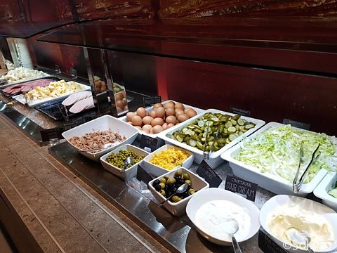 モスクワ、ホテルイビス・キエフスカヤ、朝食ビュッフェのサラダ