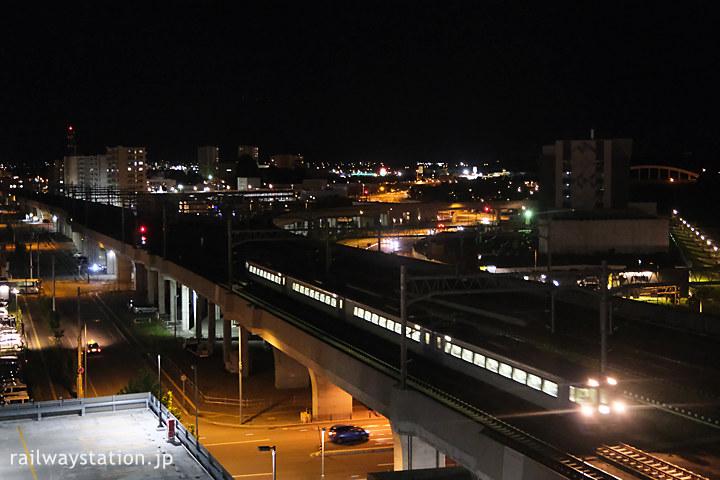 ワイズホテル旭川駅前から眺める列車、183系代走の特急宗谷