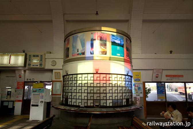 一畑電車・出雲大社前駅の駅舎、待合室内の旧出札口