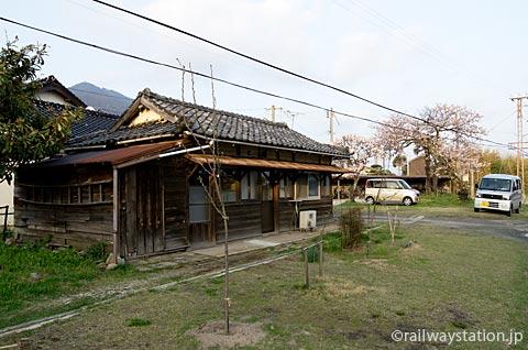 一畑電車・出雲大社前駅構内の木造建築物
