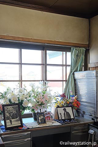 幾寅駅、旧駅事務室「幌舞駅の駅長」高倉健の肖像