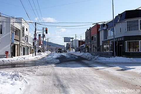 北海道・南富良野町の中心地、根室本線・幾寅駅付近の街並み