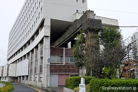 大将軍駅跡・高尾アパートから伸び出る姫路モノレールの軌道