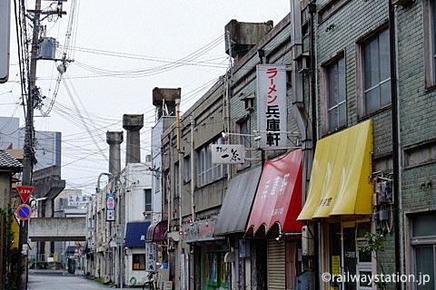 姫路モノレール廃線跡、建物に残るコンクリートの橋台跡