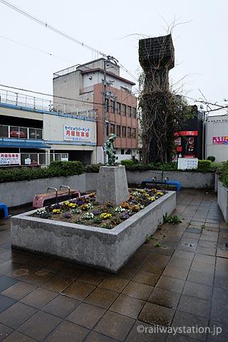 高尾アパート・大将軍駅脇の廃線跡を使った小さな公園。