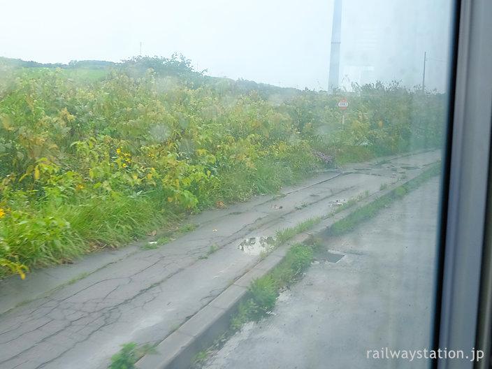 沿岸バス・豊富発留萌行きの車窓、羽幌町内の小さなバス停