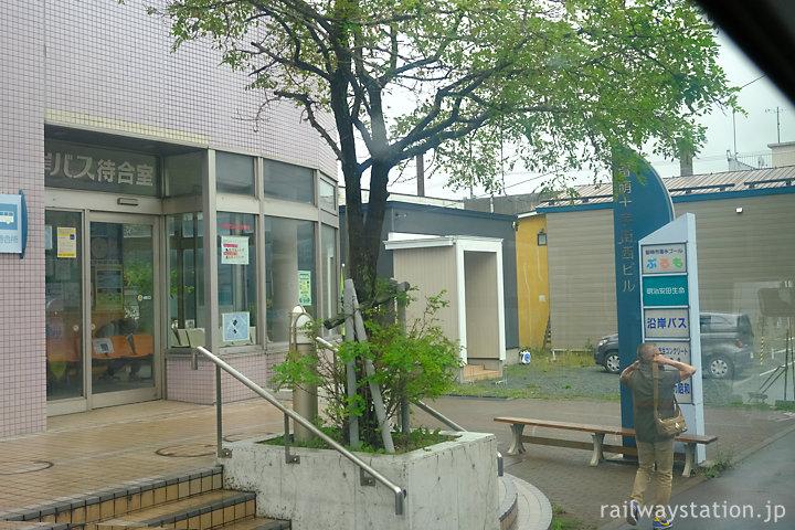 沿岸バス、留萌市中心地にある留萌十字街待合所