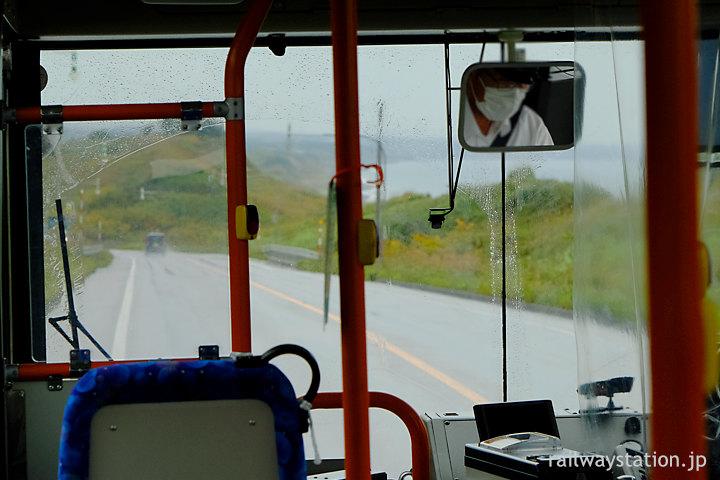 沿岸バス豊富-留萌、日本海側のアップダウンの激しい道を走る