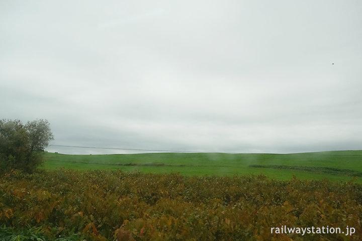 沿岸バスの車窓、牧場が広がる酪農の町・豊富