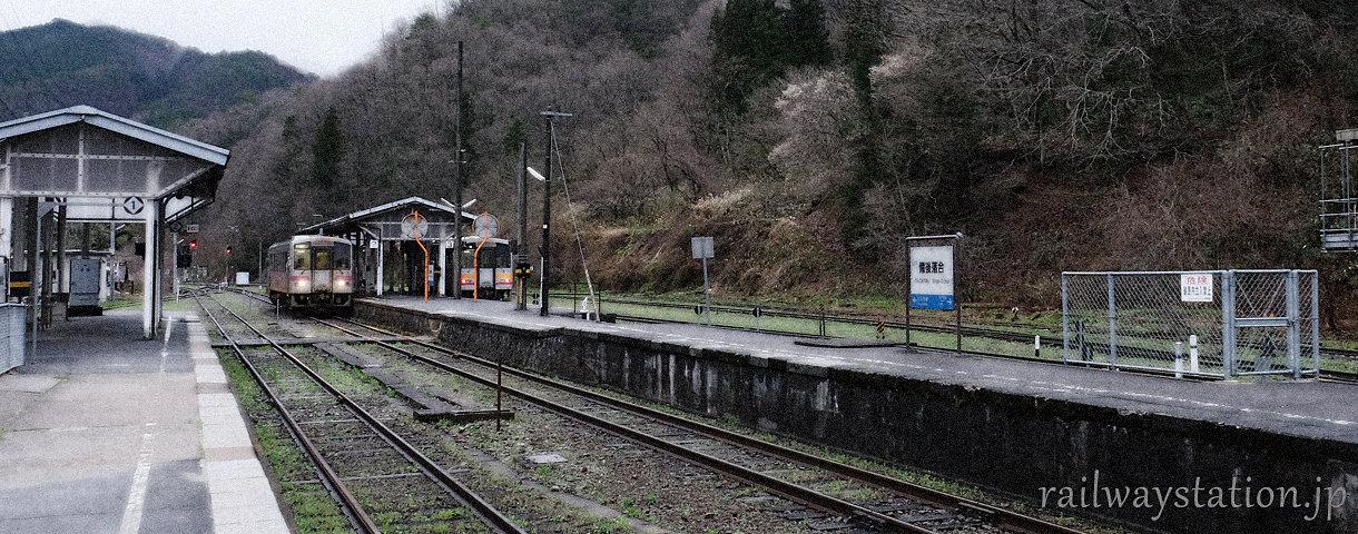 一部廃止の危機にある芸備線・備後落合駅。木次線との接続駅