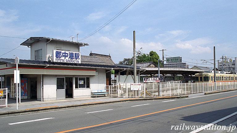 伊予鉄道・郡中線の終着駅・郡中港駅の駅舎