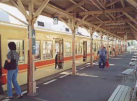 伊予鉄道・高浜線・三津駅、早朝の通勤通学時間帯