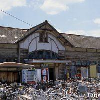 伊予鉄道・高浜線、古色蒼然とした三津駅の木造駅舎