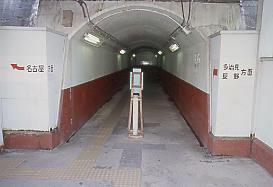 JR東海・中央本線(中央西線)・定光寺駅、上下ホームの連絡通路