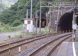 JR東海・定光寺駅、中央本線旧線廃線跡のトンネル